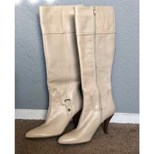 Beige Leather heeled boots 👢👢